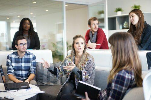 femme manager 500x333 - Pourquoi les femmes sont de bons managers ?