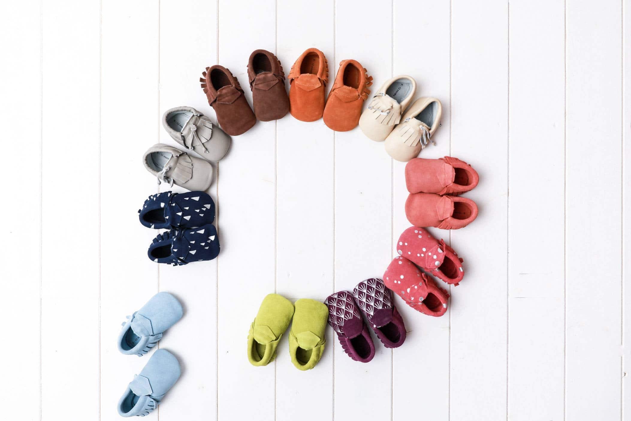 image chaussons tendance premier offrez noel - Premier Noël de Bébé : offrez des chaussons en cuir tendance