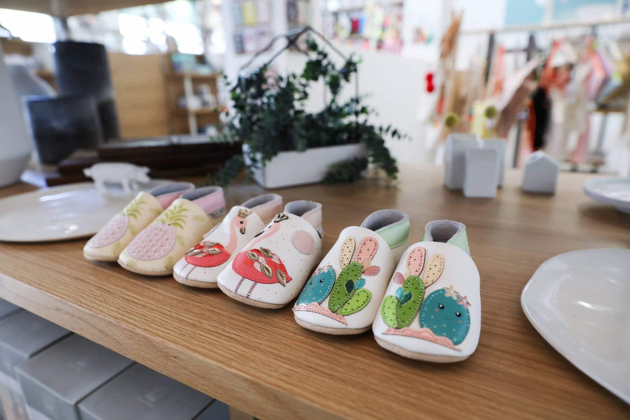 picture chaussons tendance - Premier Noël de Bébé : offrez des chaussons en cuir tendance
