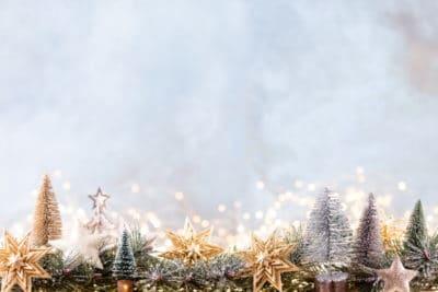 guirlande lumineuse noel 400x267 - Décorer la maison pour Noël : pensez aux guirlandes lumineuses LED !