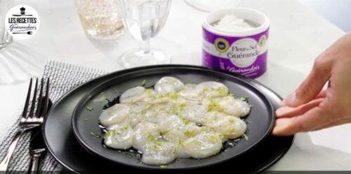 recette carpacio st jacques e1607679034574 500x249 - Une entrée rafraîchissante et facile à réaliser pour vos repas de fête