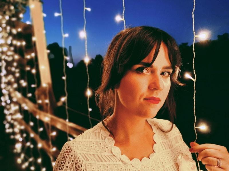 rideau lumineux noel exterieur - Décorer la maison pour Noël : pensez aux guirlandes lumineuses LED !