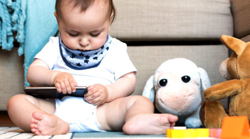 album photo bebe 500x278 - Comment créer un magnifique album photo de bébé ?