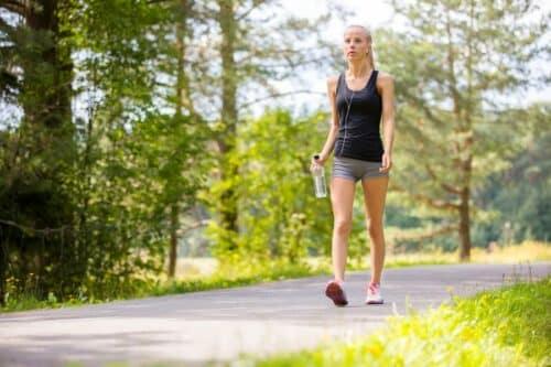 randonnee uarche bien etre 500x333 - Marcher pour une bonne santé et un son bien-être durant une randonnée