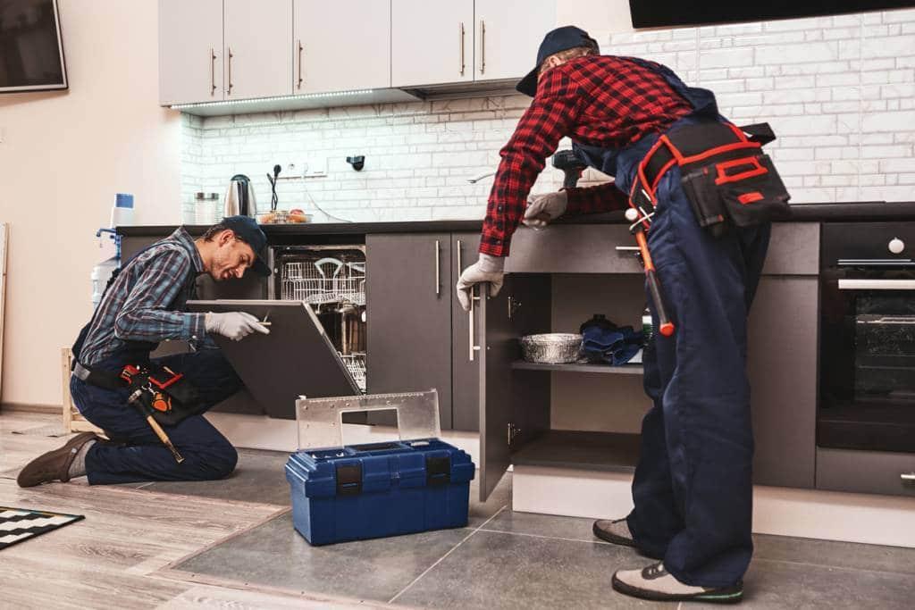 besoin d un plombier evitez les arnaques - Besoin d'un plombier ? Évitez les arnaques.