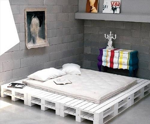 lit palette 602f8b6da1417 - Idées inspiration de chambre à coucher en palette de bois à essayer!