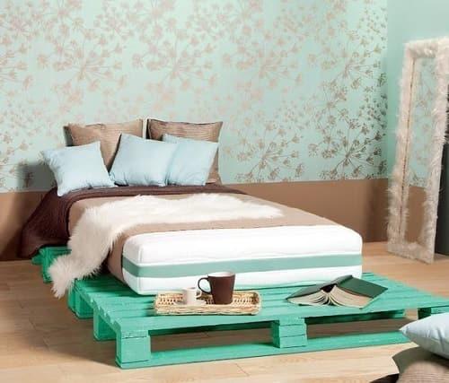 lit palette 602f8b6e2a397 - Idées inspiration de chambre à coucher en palette de bois à essayer!