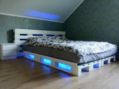 lit palette 602f8b6f2449b - Idées inspiration de chambre à coucher en palette de bois à essayer!