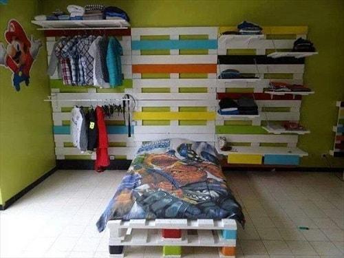 lit palette 602f8b6f4bb41 - Idées inspiration de chambre à coucher en palette de bois à essayer!