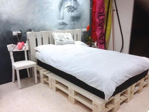 lit palette 602f8b6fe6f8f - Idées inspiration de chambre à coucher en palette de bois à essayer!