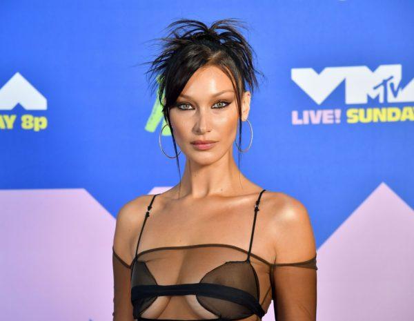 makeup nostalgie bella hadid e1614506337670 - Ces surprenantes tendances à venir en matière de maquillage seront importantes en 2021
