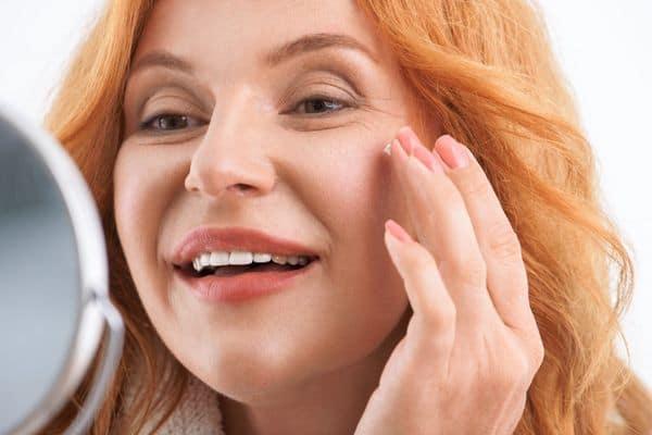 maquillage femmes 50 ans 603271c1934da - 20 astuces de maquillage faciles pour les femmes de plus de 50 ans