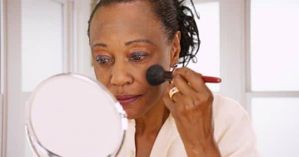 maquillage femmes 50 ans 603271c1d08bc - 20 astuces de maquillage faciles pour les femmes de plus de 50 ans