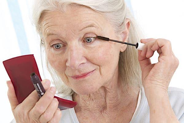 maquillage femmes 50 ans 603271c258f90 - 20 astuces de maquillage faciles pour les femmes de plus de 50 ans
