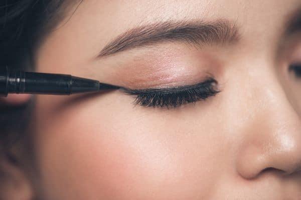 maquillage femmes 50 ans 603271c295796 - 20 astuces de maquillage faciles pour les femmes de plus de 50 ans