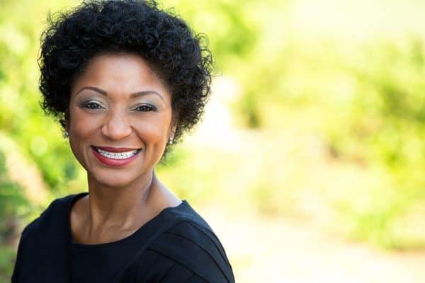 maquillage femmes 50 ans 603271c3a6422 - 20 astuces de maquillage faciles pour les femmes de plus de 50 ans