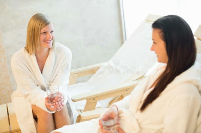peignoir detente 650x432 - Le peignoir de bain pour des moments de détente et de repos