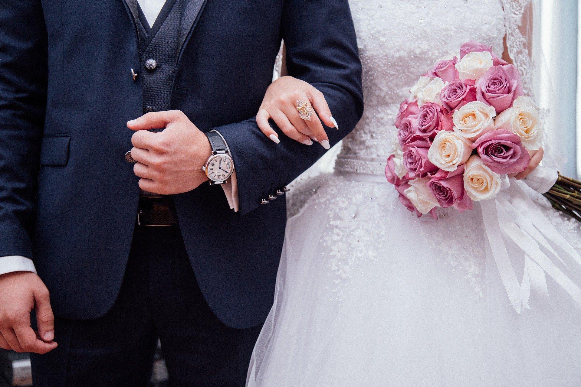 people 2595862 1920 - Pourquoi doit-il choisir un costume sur mesure pour votre mariage ?