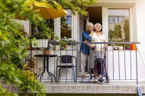 picture proteger parents ages 500x333 - Protéger ses parents âgés - Sécurité et surveillance