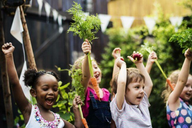 prochaines vacances 650x433 - Comment choisir la colo de ses enfants pour les prochaines vacances ?