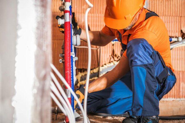 visu besoin d un plombier evitez les arnaques 650x433 - Besoin d'un plombier ? Évitez les arnaques.