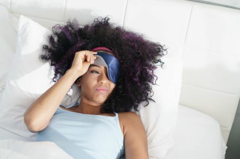femme bien dormir 800x533 - Comment mieux dormir pour déstresser et votre bien être?