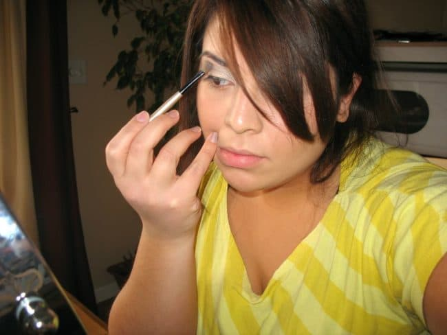 eyeliner maybelline maquillage femme 650x488 - Comment sublimer votre regard avec un trait d'eyeliner Maybelline?