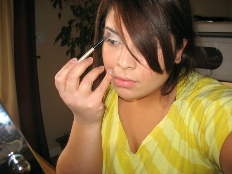 eyeliner maybelline maquillage femme 800x600 - Comment sublimer votre regard avec un trait d'eyeliner Maybelline?