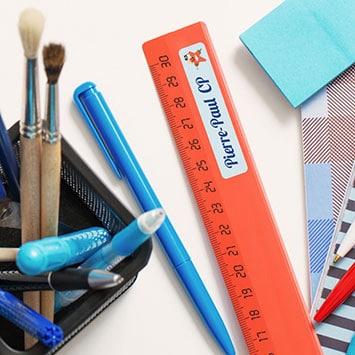 etiquette marquer fourniture scolaire - Anticiper la rentrée : pourquoi est-il important de marquer les affaires de vos enfants ?
