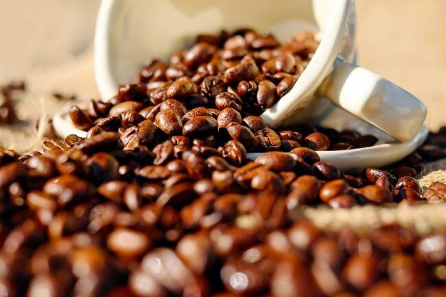 cafe grain 650x433 - Machine à café : comment conserver arômes, passion et authenticité?