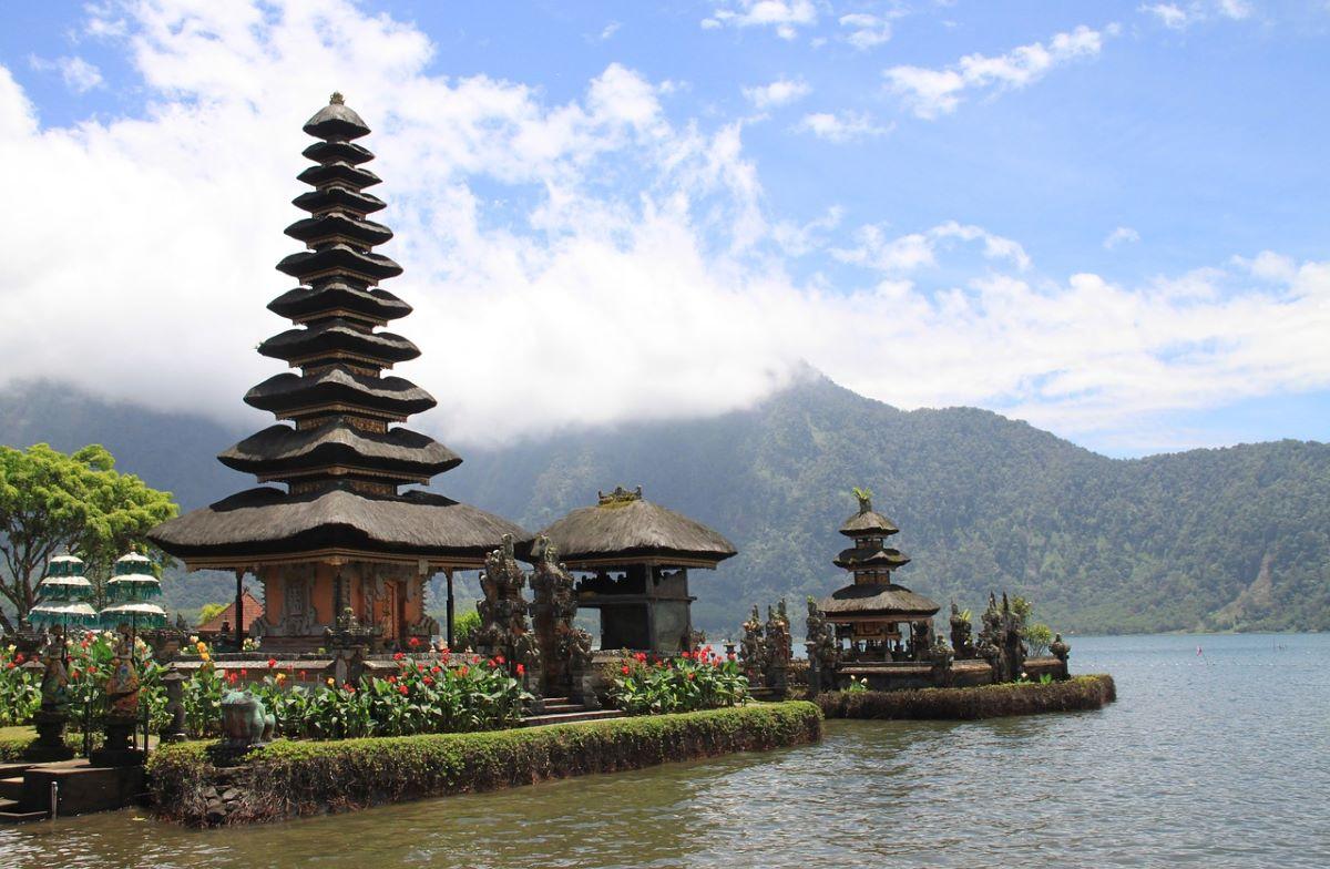 pagode bali - 10 destinations pour votre voyage de noces