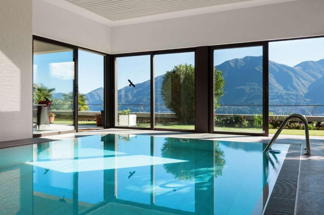 piscine interieure - 3 bonnes raisons de s'offrir un week-end spa en PACA ou en Corse