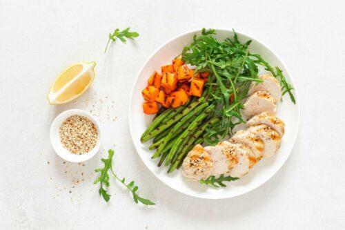 alimentation equilibree 500x333 - Comment adopter une alimentation saine et équilibrée ?