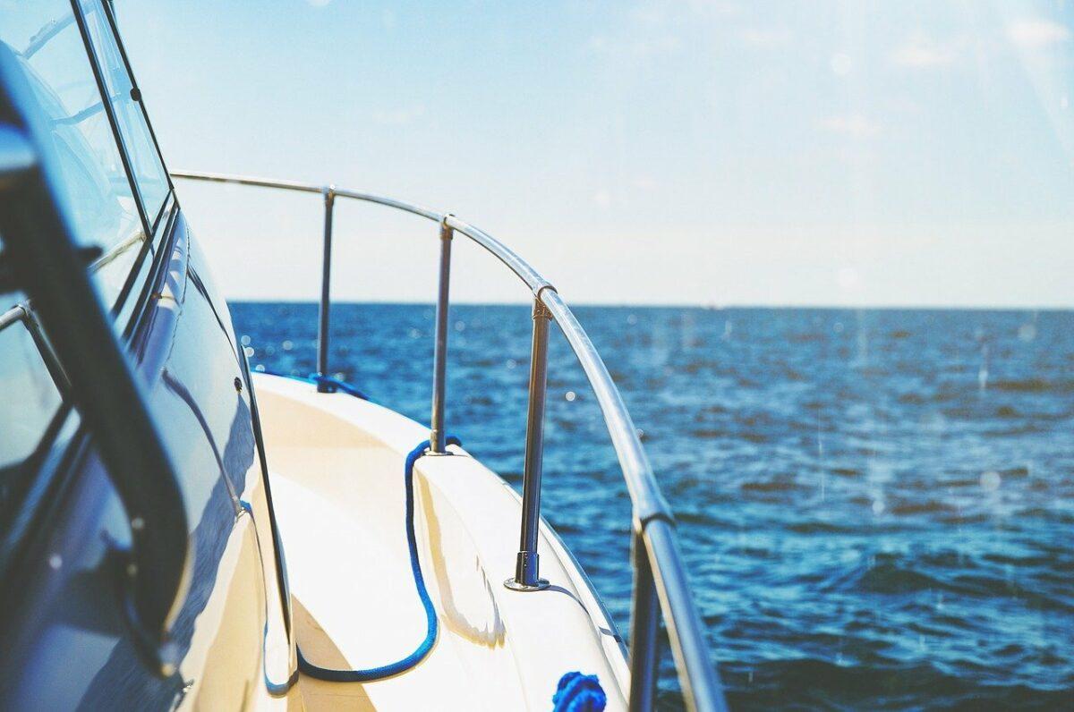 location bateau sans permis 1200x796 - Louer un bateau sans permis pour une après-midi entre amies ou en famille