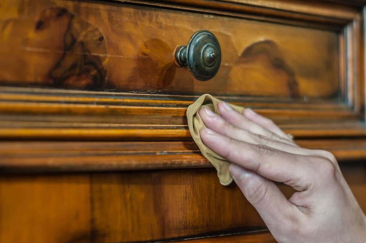 media ebenisterie renovation passion meuble - Meuble ancien : la passion de la rénovation en ébénisterie
