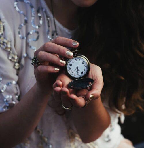 montre gousset femme 500x515 - La montre à gousset : pour un look toujours plus vintage !
