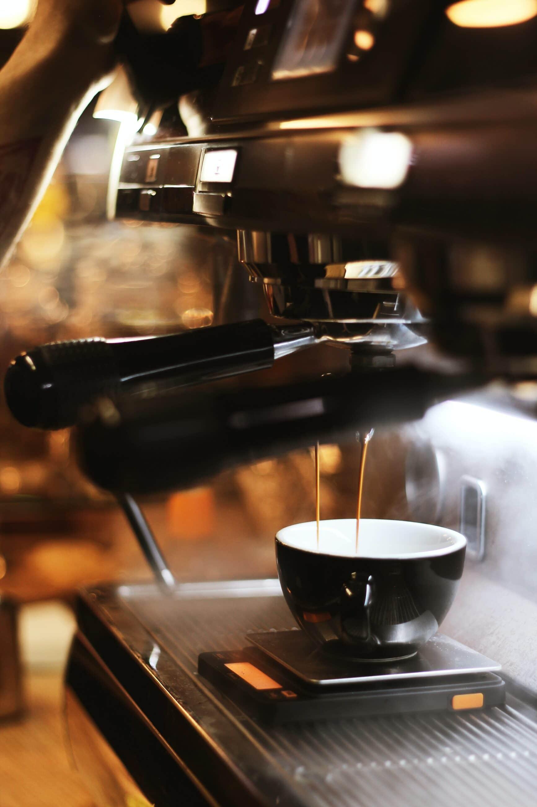 pexels viktoria alipatova 2668498 scaled - La cafetiere electrique à choisir pour faire du bon café