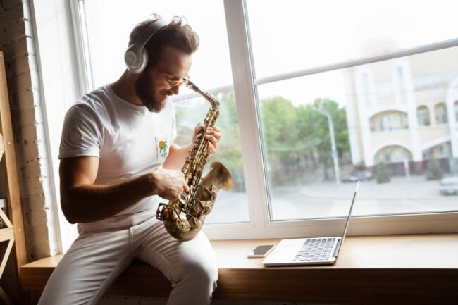 apprentissage saxophone 650x433 - Apprentissage du saxophone : comment choisir le bon modèle ?