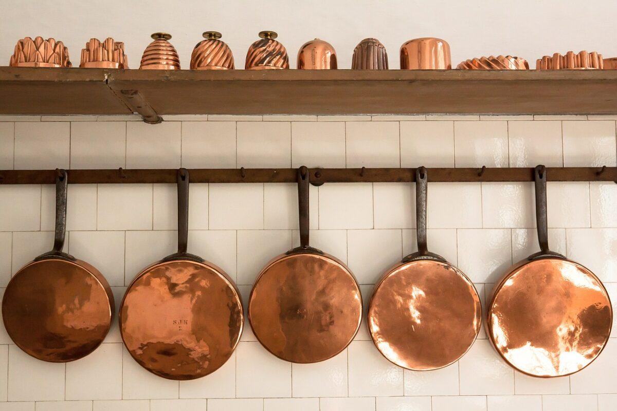 pans 419249 1280 1200x800 - Casseroles et poêles - Comment choisir ces ustensiles de cuisine?