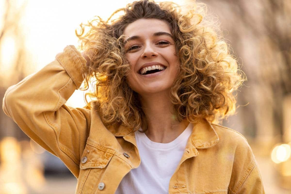 faciliter produits coiffage - Cheveux bouclés : 5 produits pour faciliter le coiffage